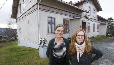 Ny design: Utstillingsdesigner og kunstner Ane Henden Motzfeldt (t.h.), og konservator Mona Holm gleder seg til å ta fatt på den omfattende jobben på Kvinnemuseet. Bilder: Kjell R: Hermansen