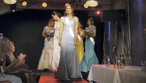 NORGES VAKRESTE: Martine Rødseth fra Gardvik i Nord-Odal stakk av med seieren i Miss Universe Norway søndag kveld. – Jeg var utrolig glad. Endelig gikk drømmen min i oppfyllelse, sier hun. Nå venter internasjonal finale i Miss Universe for odølingen.Bilder: Knut Yrvin