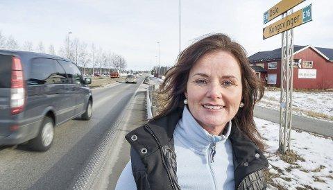 Ny runde: Liv Gustavsen, leder i Akershus Frp, mener man nå må vurdere om nye E16 kan legges mot Årnes og på østsiden av Glomma. foto: jens haugen
