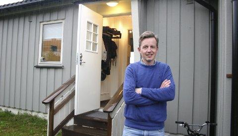 TRAFF: Alf Mathias Lilleengen fikk boligen i Lia på forkjøpsrett med 10 års ansiennitet. Han er glad han tegnet KOBBL-medlemskap da han flyttet til Kongsvinger for 10 år siden.FOTO: BÅRD ENGH