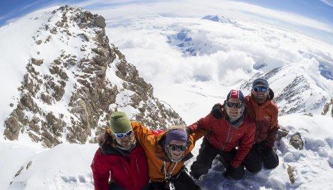 DENALI: Det er høyden som er den store utfordringen på Denali, og selv om klatringen er krevende nok, mener Øwre at de fleste klatrere kan ta den. Jørn Andor Øwre (t.v.) klatret med Stian Hallén, Åsmund Treu Røed og Martin Andersen.