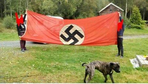 OMSTRIDT: Naziflagget som er lagt ut for salg.