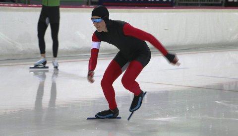 Imponerende start: Tobias Fløiten vant 5000-meteren i juniorklassen i norgescupåpninga, og var samtidig raskere enn samtlige seniorer som stilte til start i Vikingskipet. Til helga får 17-åringen måle krefter med de beste i Norge under enkeltdistanse-NM på Hamar. FOTO: HENNING DANIELSEN