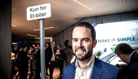NYE TALL: Colin McKerracher er leder i Bloomberg New Energy Finance, som tror på kraftig fallende elbilpriser.