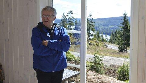 FORNØYD: Rasmus Lossius er fornøyd med tomtesalg og hyttebygging i Mylla Panorama.