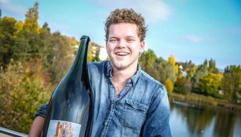 Jon Trygve Hegnar, sønn av Kapital-redaktør og milliardær Trygve Hegnar, er med på laget som jobber med vinproduksjon på Søndre Sandøy.