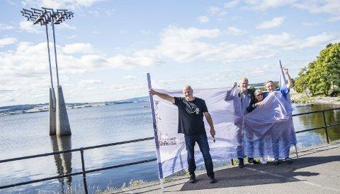 BLOKADE: - Hvis Mjøsa var middelhavet kunne Hamar vært Gaza, sier fra venstre Helge Bjørnsen, Steffen Laursen, Tove Gjøl og Kirsti Hougen.