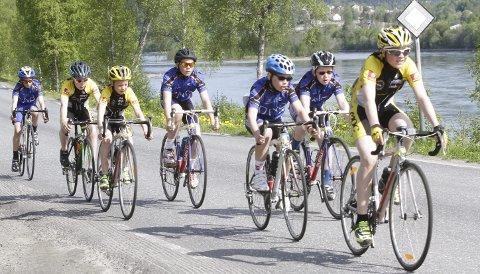 FLERE UNGE: Her er ett av heatene i fjorårets Helgeland 3-dagers i Vefsntråkket. Det ser ut som det er gledelig økning av unge deltakere i alle rittene.  FOTO: PER VIKAN