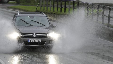 REGN, REGN OG REGN: På formiddagen onsdag begynte regnværet i Mosjøen. Fram til klokka seks skal det komme store nedbørsmengder. Foto: Per Vikan
