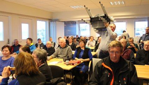 FULLT HUS: Rådhuset i Varangerbotn var stappfullt da kommunen inviterte til folkemøte om kommunereformen onsdag kveld.