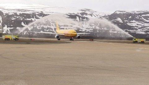VERDENSLEDENDE: Avinor hilset fraktselskapet DHL velkommen i Lakselv 24. mai.
