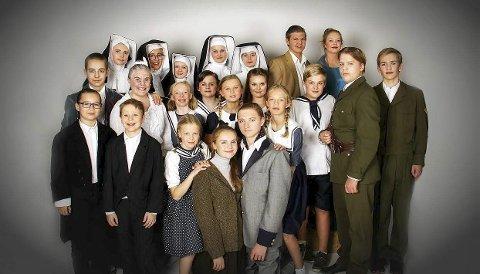 Klare for Sound of Music: Her er skuespillerne i Tut & Kjør som skal trå til under årets forestillinger, med premiere 11. november i Bingsfosshallen. Foto: Karianne Moe Tørum