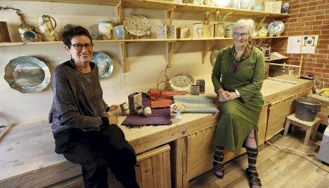 Venninner og festivalveteraner: Grethe Flannum (tv.) og Laila Heggedal har vært med på hele kulturfestivalhistorien i Holmestrand – sammen. Foto: Pål Nordby