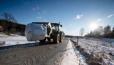 FARLIGE (U)VANER: Bare halvparten av bøndene bruker alltid eller som regel bilbelte når de kjører traktor, viser ny undersøkelse. Foto: Bjørn H. Stuedal