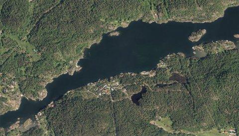 MYE BÅTTRAFIKK: Hytteeierne reagerer på båtkjøringen i sundet mellom Gumøy og Langøy.
