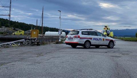 Politi, ambulanse og luftambulanse rykte ut til Husnes båthamn etter at eit barn blei henta opp av sjøen torsdag kveld.