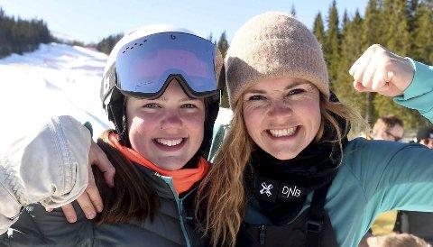 GIRL POWER: 13 år gamle June Herland (t.v.) sammen med Helene Olafsen, som lot seg imponere av den unge KIF-jentas ferdigheter både på snøbrett og på alpinski. De to hadde en hyggelig prat i Snøbrett-NM i Trysil fredag.ALLE FOTO: OLE JOHN HOSTVEDT
