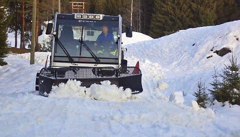 STOR INNSATS: I løpet av fem dager med 15 timers arbeid hver dag har det blitt kjørt ut rundt 4000 kubikkmeter med snø i området rundt Martinsløkka og ned mot Eggevollen.