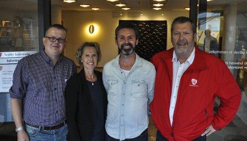 AVVENTER: Ronny Kjønsø (SV), Tone Skretting (Sp), Arjo Van Genderen (V) og Tom A. Ludvigsen (Ap) holder fortsatt sammen, tross mange invitasjoner.