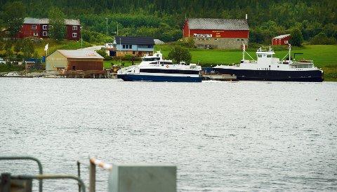BRU FØR FERGE: Namsos kommune satte krav om at alle brumuligheter måtte utredes før det var aktuelt å se på andre fergeløsninger til Jøa. Derfor deler nå fylkeskommunen potten som var øremerket Jøa, hvor halvparten skal brukes til fergeløsninger Ytterøy – Levanger (fergeprosjekt), mens resten (5-5,5 millioner kroner) brukes på utredning av bru til Jøa.