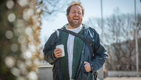 Journalist Ronny Brede Aase leder «Et feitt liv» på NRK.