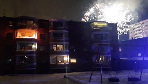 Det brant på en terrasse i Bølerlia 63 rett over midnatt 1. januar 2021.