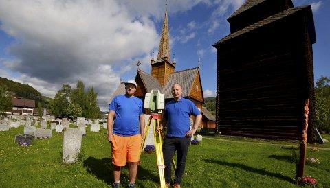 Første gongen: Stikningsingeniørane Sigmund Wergeland (tv) og Alexander Gudmundsen i Oslo Oppmåling seier det er første gongen dei gjer  3D-skanning av ei kyrkje.