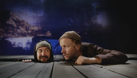 15 ROLLER: Øystein Martinsen og Hallvard Holmen veksler hele tiden mellom roller i filmteamet og lokalbefolkningen. FOTO: Riksteatret