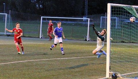 Sander Imerslund Harefallet scorer her sitt første av to mål mot Ridabu. Han er oppe i 11 scoringer så langt i årets 4. divisjon.
