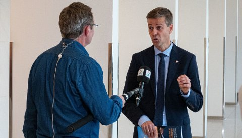 VIL MÅLE FARTA: Samferdselsminister Knut Arild Hareide (KrF) skal teste 120-grense på utvalgte strekninger.
