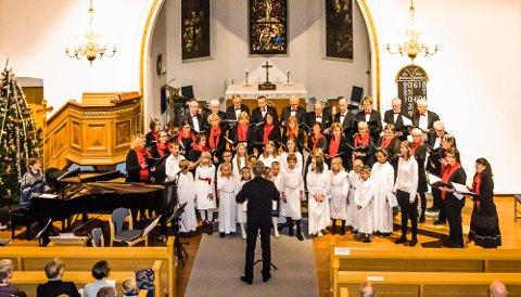 FIN SANG: Det blir mye å glede seg til også i år. Her fra Lucia-konserten i Ås kirke i 2017.