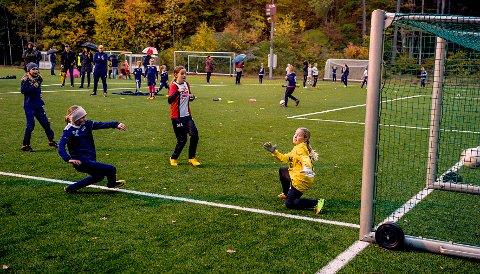 2-0: Sandra Hageland scorer og Nanset går opp til 2-0. Men Sandar slo tilbake.