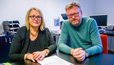 INNRØMMER USIKRE TALL: Virksomhetsleder Sissel Gro Johnsen og kommunalsjef Jan Erik Norder understreker at barnehageøkonomi er komplisert. Men de er sikre på at kommunen vil spare penger på å legge ned Varden barnehage.