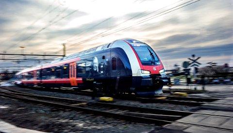 FOR VIKTIG: Trasé og stasjonsplassering er for viktig til at uvitenhet kan låse saken med et uriktig vedtak, skriver Leif Røsholt.