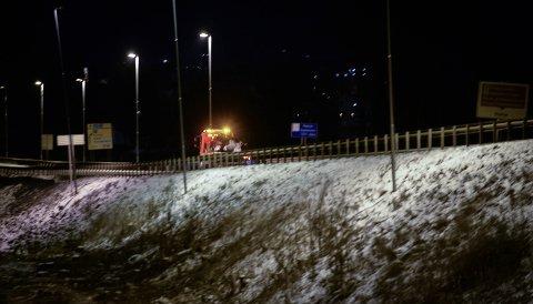 DØDSULYKKE: Ulykken skjedde her, på grensa mellom Hamar og Stange kommuner. En kvinne i 30-åra er bekreftet omkommet etter en kollisjon mellom en personbil og en lastebil. Det var sjåføren av personbilen mistet livet. (Foto: Jan Morten Frengstad)