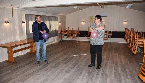 I STORSALEN: Nils Richard Melby og Anita Dyrvik inne på Speiderhuset i Elverum.