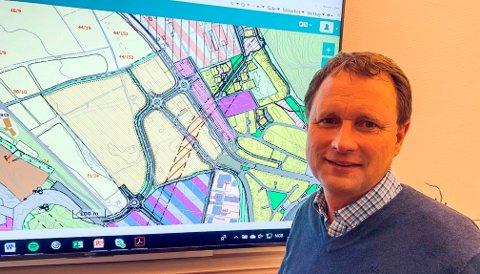 GITT NY FRIST: Utbyggingssjef Terje Madsen har gitt grunneiere på Enger og Vallermyrene frist til 1. oktober å skrive under på utbyggingsavtalene som er sendt ut.
