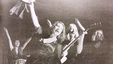STERKT: Geddy Aniksdal (sang, trommer, trekkspill), Anette Hagnell (sang, piano, perkusjon), Nina Ossavy Mathisen (sang, bass, mandolin) og Anne Sophie Erichsen (sang, gitar, perkusjon) utgjør det elleville jentebandet «Dopa Lax».