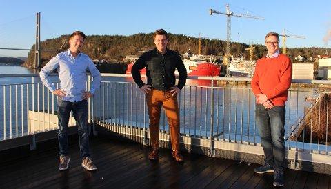 VISJONÆRE: Fra venstre daglig leder Andreas Buskop i Vard Engineering Brevik, teknisk direktør Marius Øverland i Trosvik Maritime og salgsleder Arvid Kleppe i Vard Engineering Brevik. Fredag 18. desember ble kontrakten undertegnet om et prosjekt som skal designe for grønn skipsidustri.