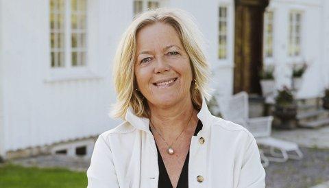 AVVENTER: Anne Apesland, rektor ved Grenland Folkehøgskole, sier de ennå ikke har bestemt om den årlige fellesturen til Italia skal avlyses. – Dersom den blir avlyst kommer vi til å tilby elevene et alternativ, sier hun. Foto: Grenland Folkehøgskole