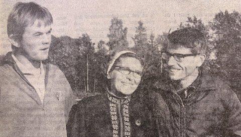 TVETEN: Johs. Haugersveen fotografert under en treningskveld på Tveten-banen sammen med fru Synnøve og Hans Olav Tvegård.
