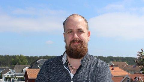 VAKSINESOMMER: Kommuneoverlege Anders Mølmen er fornøyd med tempoet i vaksineringen av befolkningen i Bamble. Nå er det laget vaktplaner til at vaksineringen kan fortsette gjennom hele sommeren.