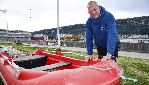 HAR TRO PÅ ORDNINGA: Leder Mo i Rana Båtforening, Jørn Sture Nilsskog, har tro på at vrakpantordninga kan bidra til at færre båtvrak bare blir stående og forsøple. Han håper ordninga også kan bli utvidet. Foto: Hugo Charles Hansen