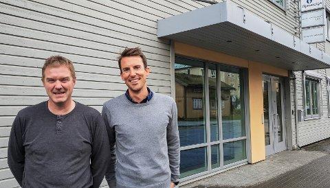"""Ståle Indregård (t.v.) og Håkon Stanghelle i Helgeland Invest kan smile over et """"kanonresultat"""" i første halvår."""