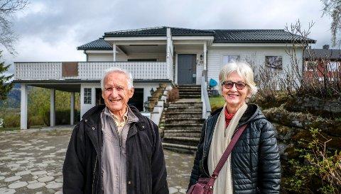 Anna Li Manca og Jacques Manca har funnet huset de har reist fra Paris for å finne.
