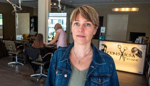 Eier av Jernsaksa frisør, Lena Flatås, sier de fikk ikke den starten de hadde håpet på. Etter kun halvannen måned i drift måtte de stenge på dagen.