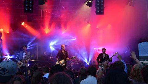 Postgirobygget spilte for 800 tilhørere på Glatved sommeren 2014. I august kommer bandet til Haugerstranda på Jevnaker.