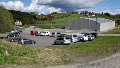 BEST: Rådmann Tore Isaksen mener at parkering ved Heradsbygda stadion er det beste alternativet.