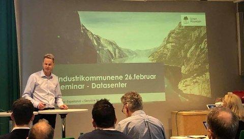 GREEN MOUNTAIN: Runar Espeland presenterte hva Green Mountain har gjort som første datasenteretablerer av grønne datasentre i Norge.