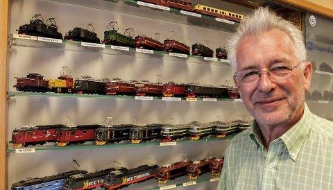 SNART SLUTT: Finn Moe i Norsk Modelljernbane AS (NMJ) har skapt toghistorie i butikken på Strømmen. Nå pakkes alt ned i pappesker.  Alle foto: Rune Fjellvang